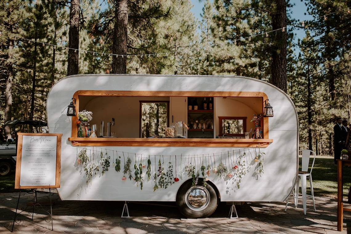Sunshine Shannon Photography – The Best Outdoor Wedding Inspiration – Chalet View Lodge – Bridal Musings 5