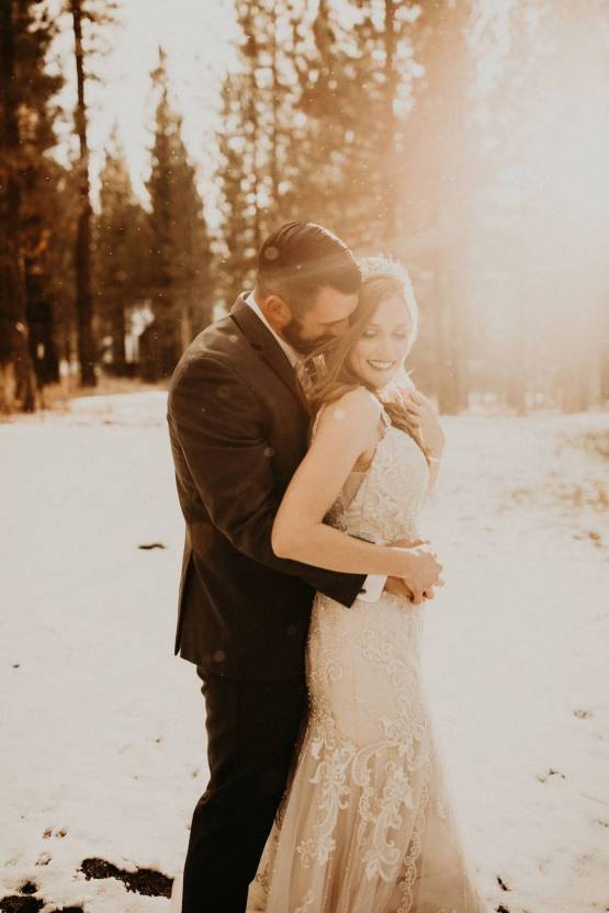 Taylor Kirn – The Best Outdoor Wedding Inspiration – Chalet View Lodge – Bridal Musings 5
