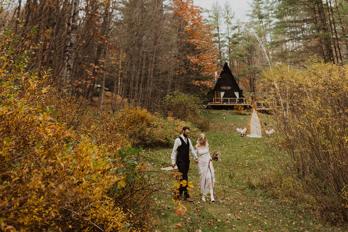 Woodsy Boho Cabin Wedding Inspiration in New Hampshire – Haus of Gravity – Compass Collective 4