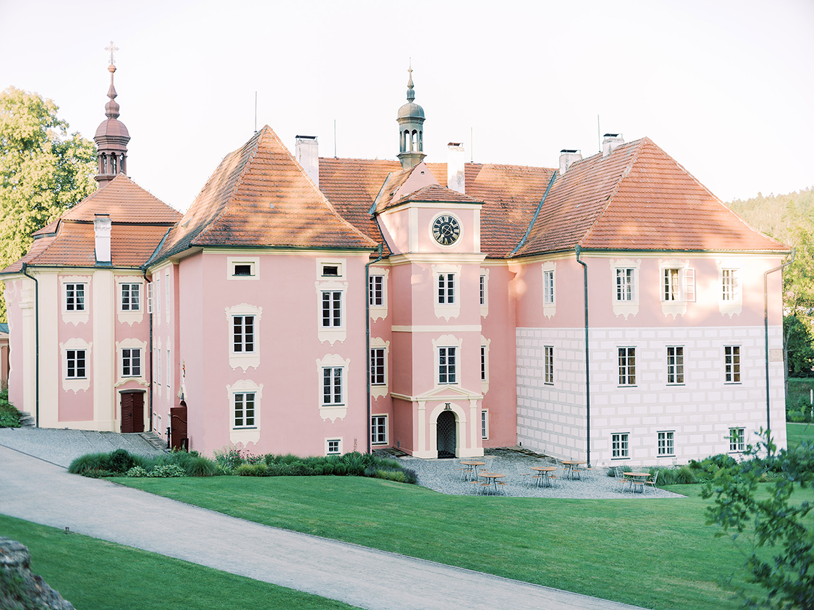 Opulent Traditional Czech Wedding in a Pink Castle – Tomas Dolejsi – Chateau Mitrowicz 1