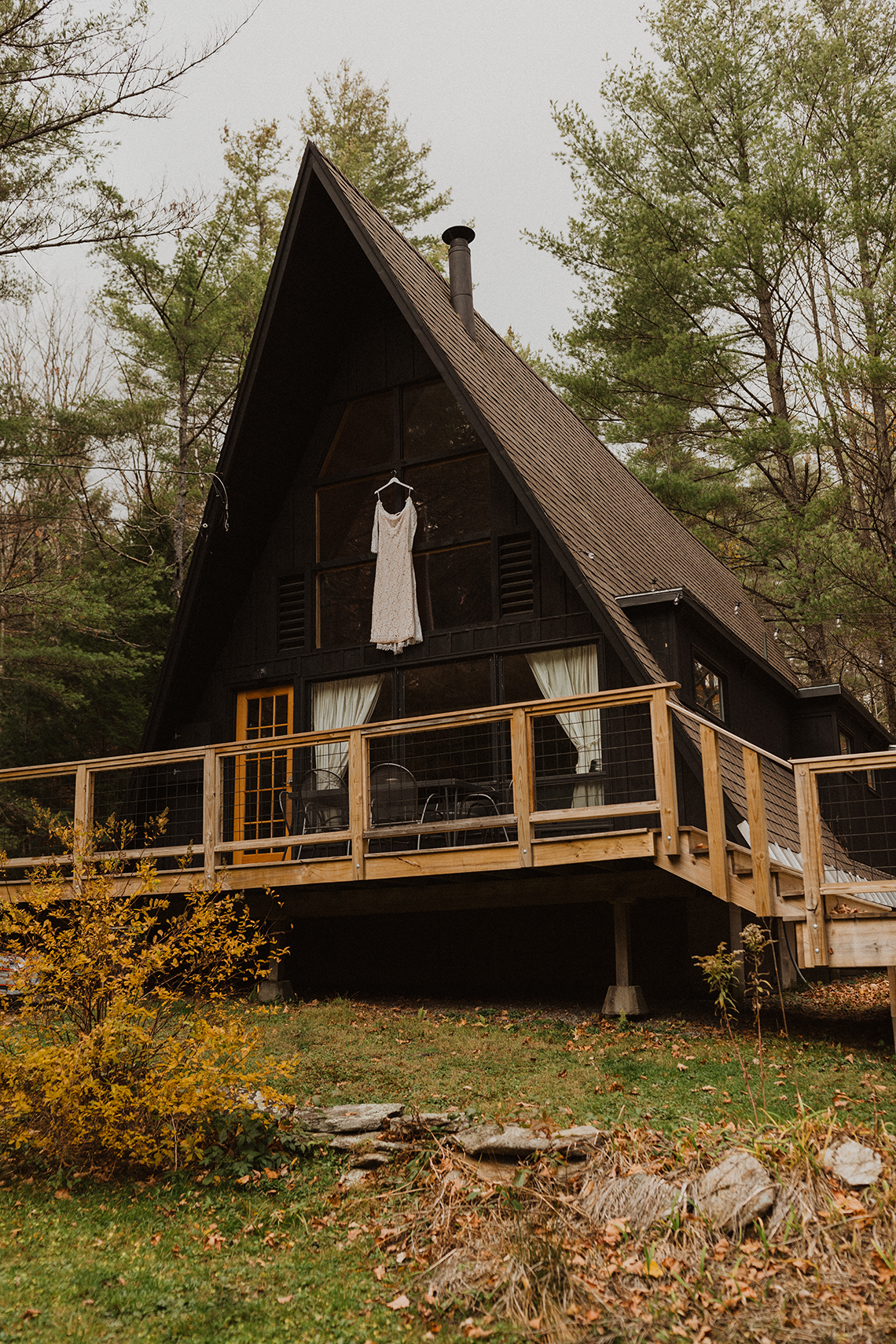 Woodsy Boho Cabin Wedding Inspiration in New Hampshire – Haus of Gravity – Compass Collective 11