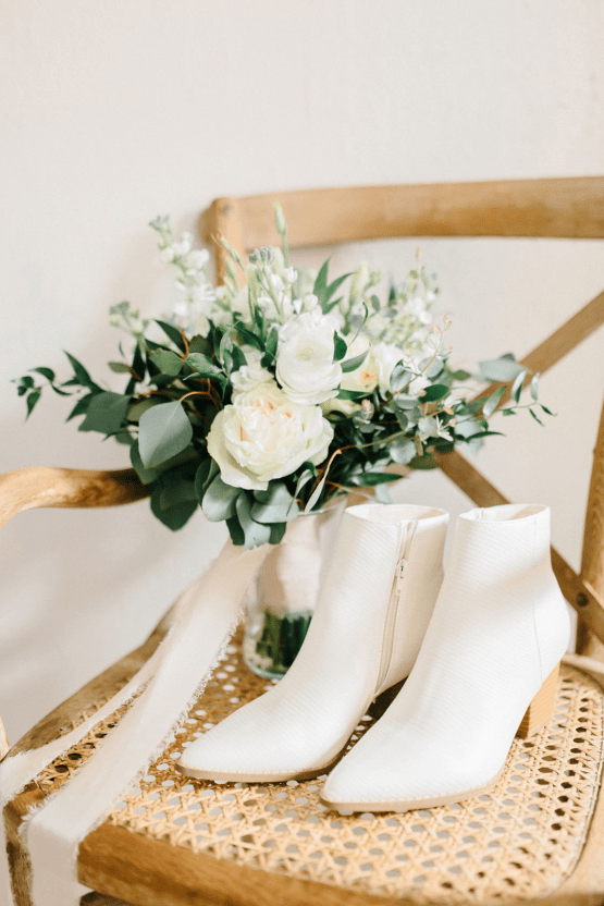 Rainy Casual Barn Wedding with Vietnamese Influence – Emma Anne Photography – The Mulberry – Bridal Musings 17