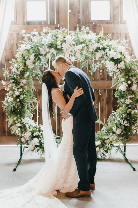 Rainy Casual Barn Wedding with Vietnamese Influence – Emma Anne Photography – The Mulberry – Bridal Musings 38