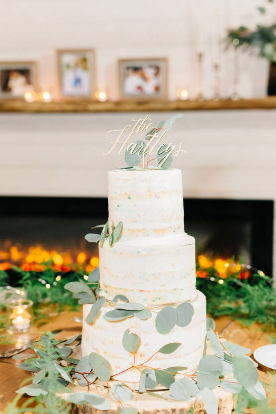Rainy Casual Barn Wedding with Vietnamese Influence – Emma Anne Photography – The Mulberry – Bridal Musings 49