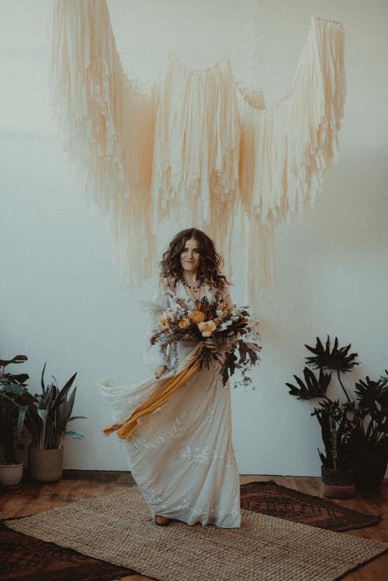 Vintage 1970s Inspired Portland Elopement Inspiration – Anna Caitlin Photography – The Indigo Bride – Bridal Musings 18