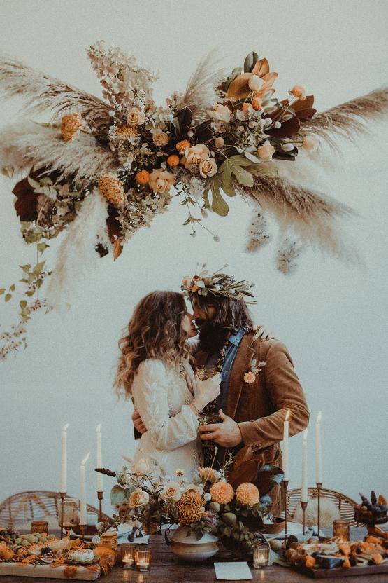 Vintage 1970s Inspired Portland Elopement Inspiration – Anna Caitlin Photography – The Indigo Bride – Bridal Musings 47
