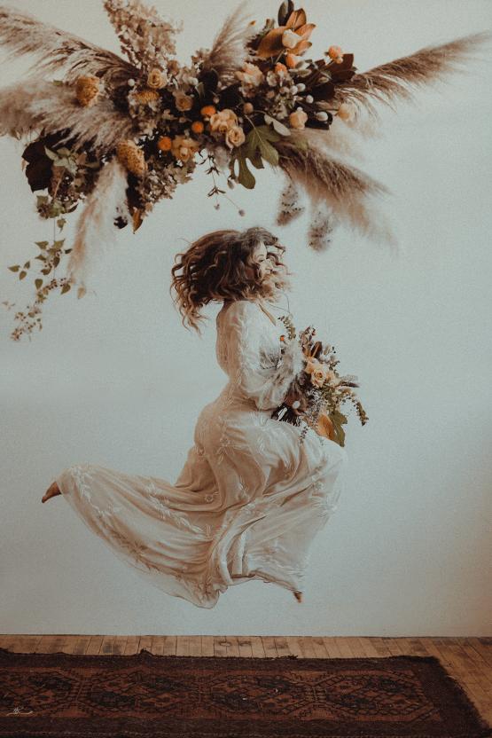 Vintage 1970s Inspired Portland Elopement Inspiration – Anna Caitlin Photography – The Indigo Bride – Bridal Musings 54