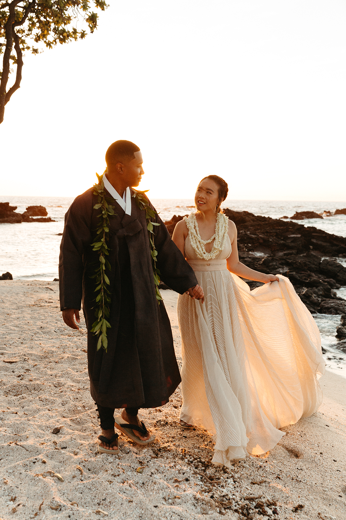 Korean Hawaiian Elopement with a Traditional Ceremony – Alyssa Luzaich Photography – Kukio Beach – Bridal Musings 51