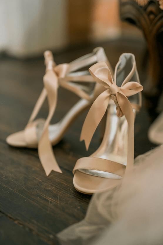 Romantic Willowbank Mansion Toronto Wedding Inspiration – Lisa Vigliotta Photography – Nobl Events – Bridal Musings 18