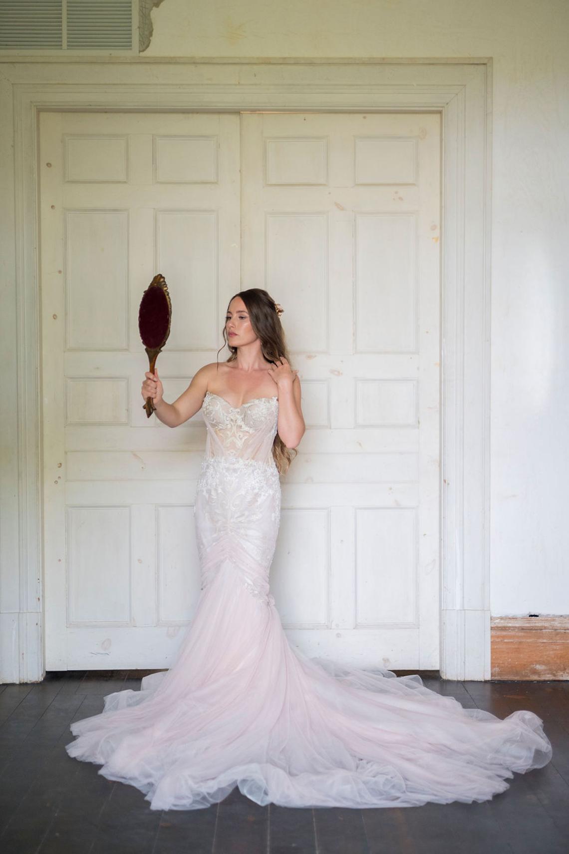 Romantic Willowbank Mansion Toronto Wedding Inspiration – Lisa Vigliotta Photography – Nobl Events – Bridal Musings 24