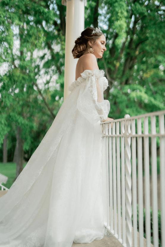 Romantic Willowbank Mansion Toronto Wedding Inspiration – Lisa Vigliotta Photography – Nobl Events – Bridal Musings 39