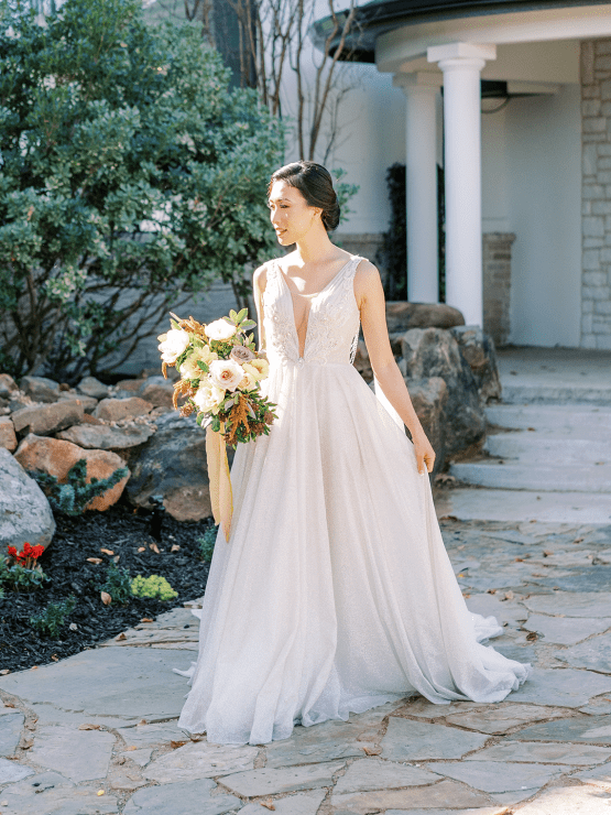 Stunning Fall Florals Wedding Inspiration – Amy Odom Photography – Brighton Abbey – Bridal Musings 28